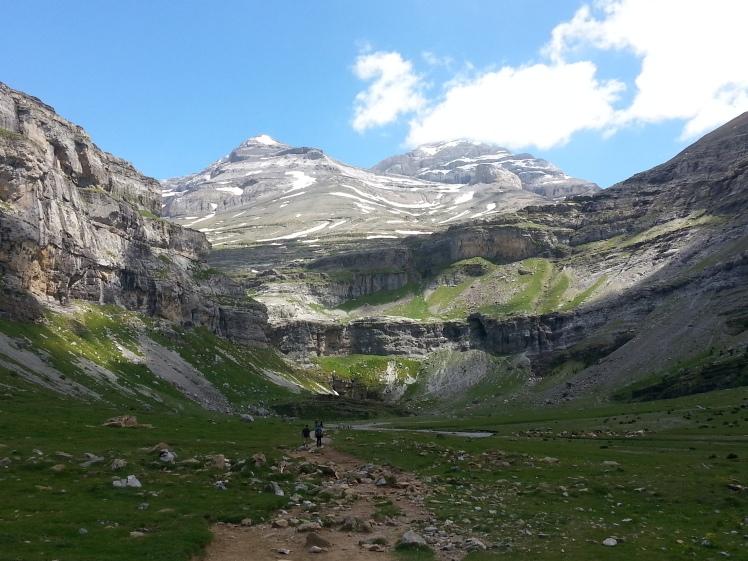 ordesa canyon valley cola de caballo pyrenees