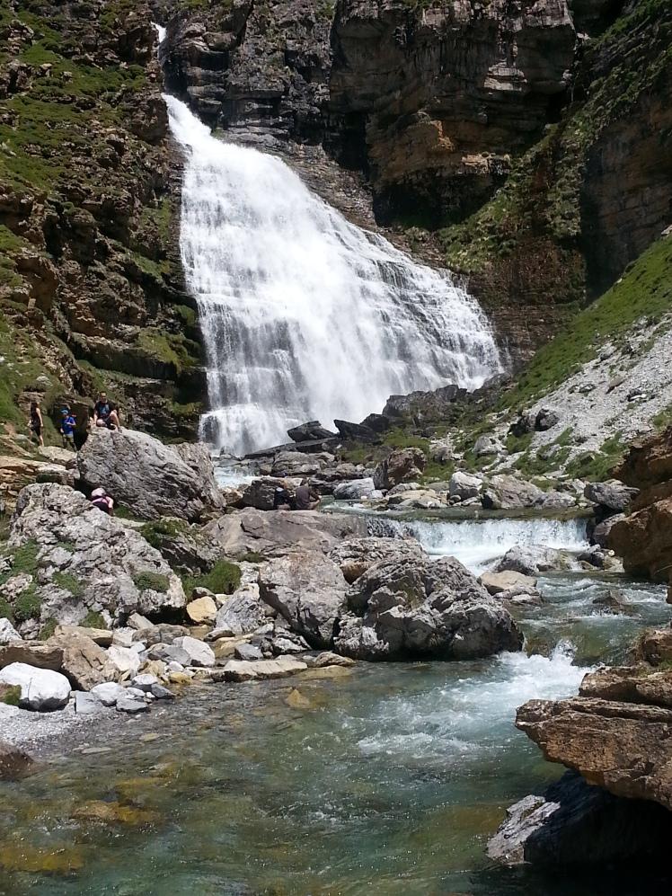 cola de caballo waterfall ordesa pyrenees