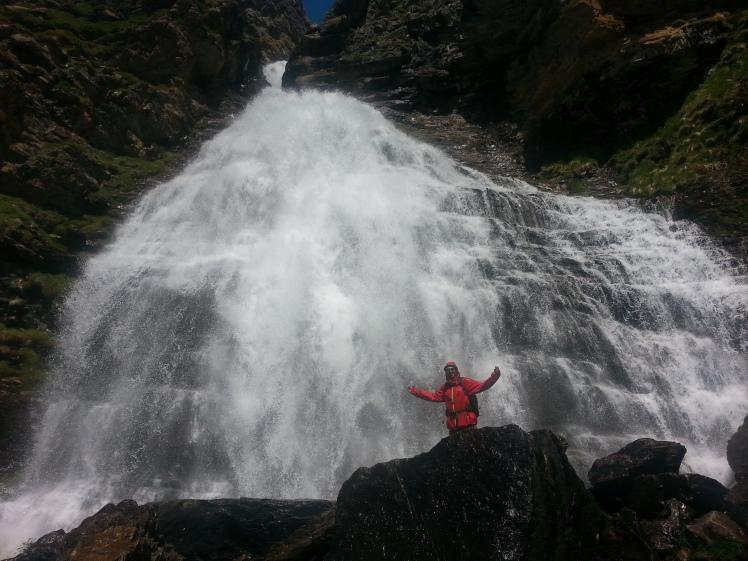 cola de caballo ordesa pyrenees waterfall